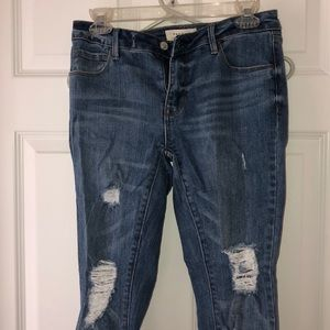 Blue, mid rise skinny jean, form fitting
